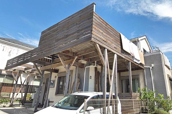 ウエスタンレッドシダーに塗ったウッドロングエコの4年弱ほど経年の色味1(GoogleStreetViewさんからの引用1)の写真画像(南西より)