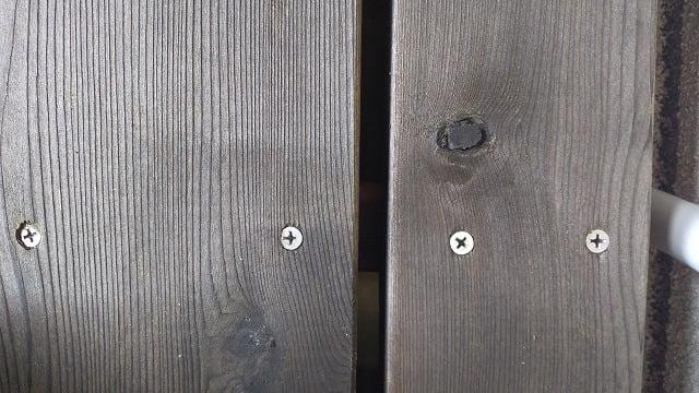 1Fデッキ床板①:1Fデッキ床板のビス頭の写真画像の一枚目