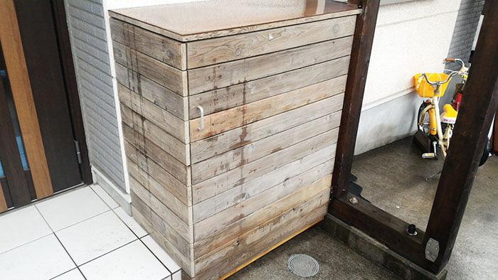 かびZero水性防かび・撥水剤を塗布してある子供用物置を丸二日ほどの降雨後に撮影した写真画像2 ※かびゼロを塗った部材例写真3