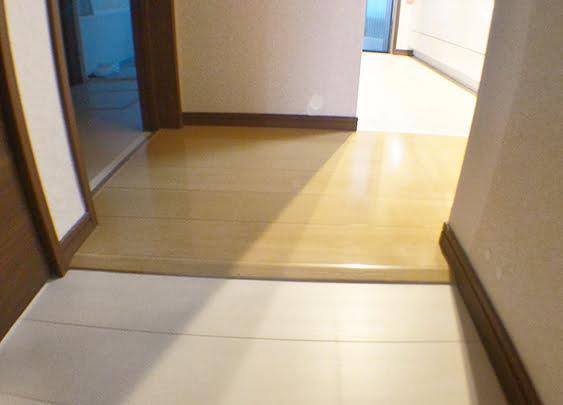 画像が悪めの廊下からキッチン方向を写した写真画像