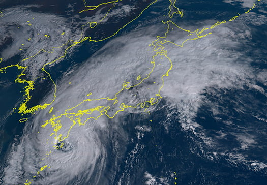 2018年:台風24号の9/30、09:00頃の衛星写真の写真画像