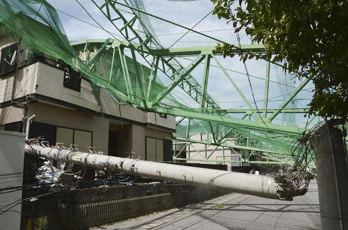 挿絵:台風2019-19号によるゴルフ練習場倒壊現場の様子を撮影した写真画像 ※THE SANKEI NEWSさんサイトのスクリーンショット