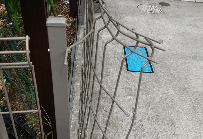 三回目のフェンスの破損(曲がった)状況①を拡大した写真画像