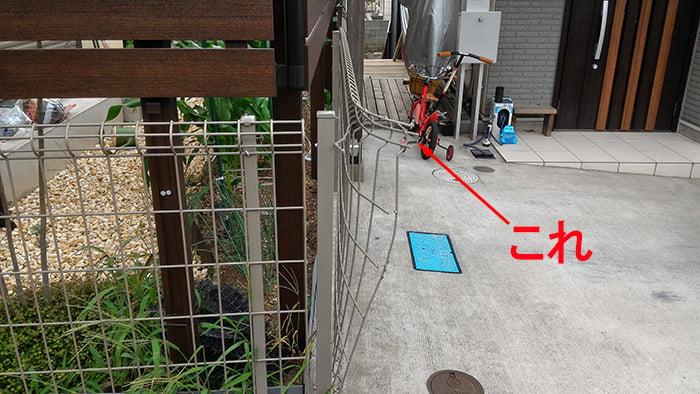 三回目のフェンスの破損(曲げられた)状況①の写真画像