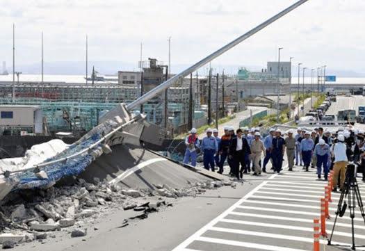 南本牧はま道路の15号による被害状況の写真画像