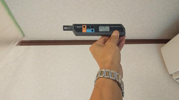 PC-5100での温湿度の計測している様子を撮影した写真画像