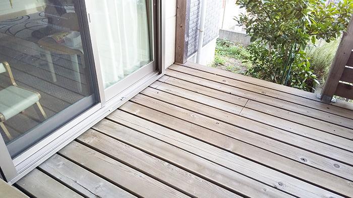 和室側からリビング掃出し窓方向を撮影(南西方向)した写真画像