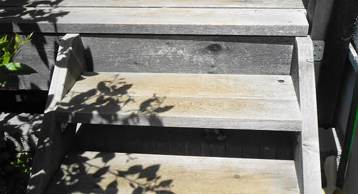 ウッドデッキ南辺に設置している「階段(ステップ)」を撮影した写真画像