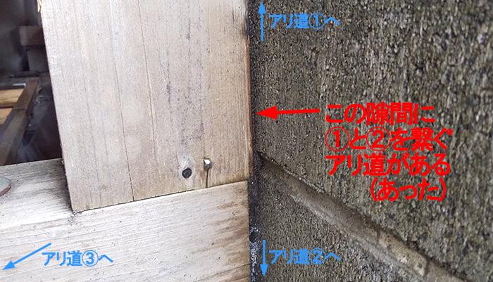 柱の表側(西面)の様子を撮影した解説コメント入り写真画像 ※シロアリの巣の見直し分析&検証画像3