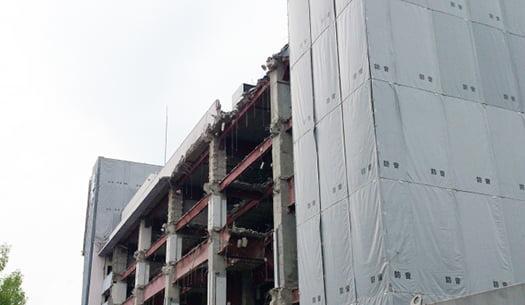 挿絵:鉄骨造建物の解体工事写真