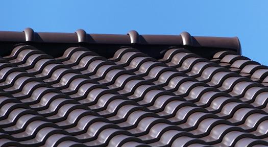 粘土系(陶器)瓦屋根のイメージを撮影した写真画像(PhotoACより)