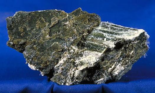 石綿(アスベスト)の写真画像Wikimedia Commonsより引用