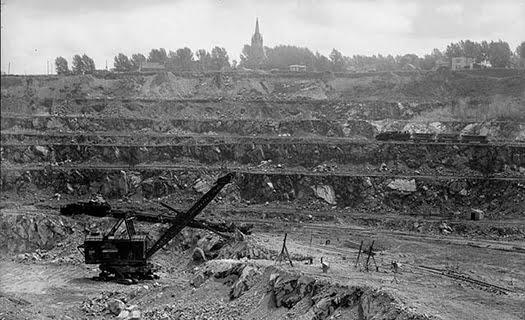 ジョンズ・マンビル社のアスベスト鉱山(1944年カナダ/ケベック)WikimediaCommonsより引用