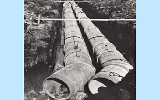排水管に用いられる石綿セメント円筒の写真画像 (国交省:目で見るアスベスト 第二版より引用)