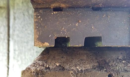 基礎パッキン妻面左側:アリ道③が繋がっていた凹部の近景 ※シロアリ被害箇所付近でのDIY駆除成果確認画像5