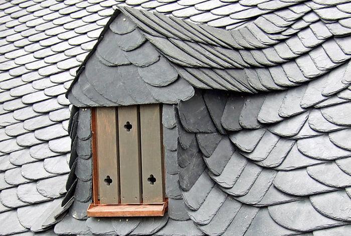 天然スレート屋根2:Wikipediaさんから引用した写真画像 dontworry, CC BY-SA 3.0 https://creativecommons.org/licenses/by-sa/3.0, via Wikimedia Commons