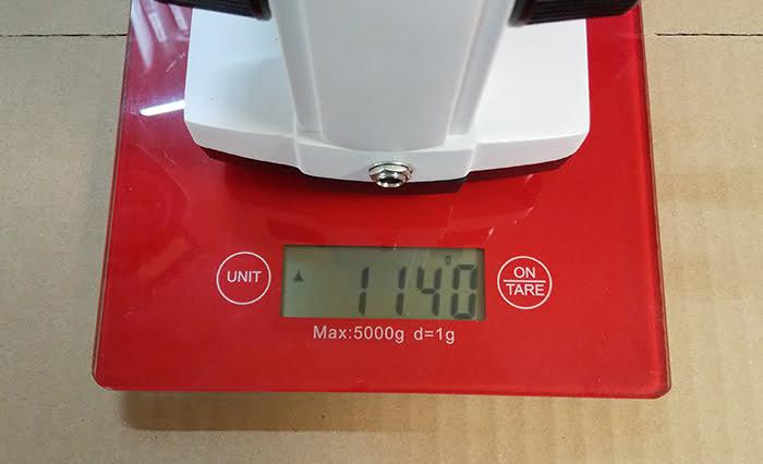 購入したmaxlapterの顕微鏡(実体顕微鏡)2000倍「WR851」の重量計測の様子を撮影した写真画像