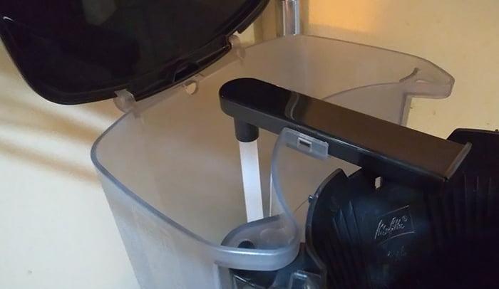 大容量(大きめ)コーヒーメーカー、メリタ:MKM-4101のタンク部を撮影した写真画像(空の状態)