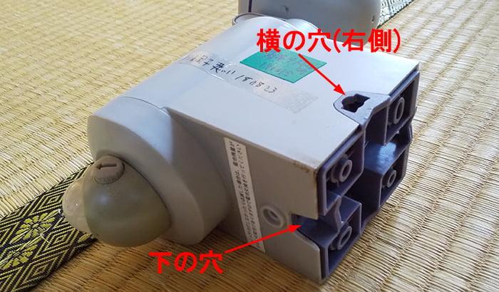 防犯灯LED-130を斜め後方かつ斜め下からの様子を撮影した写真画像