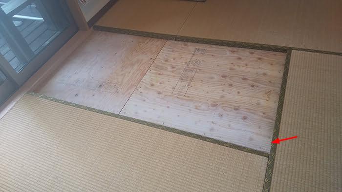 畳の外し方(畳の剥がし方)解説写真7:一枚目の畳を外した状態を撮影した写真画像