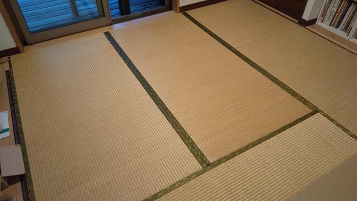 畳の外し方(畳の剥がし方)解説写真1:これから外そうとしている畳の全景を撮影した写真画像