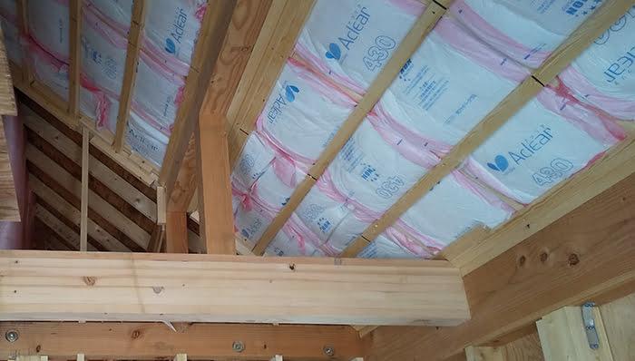 木造の屋根断熱例(工事中)を撮影した写真画像