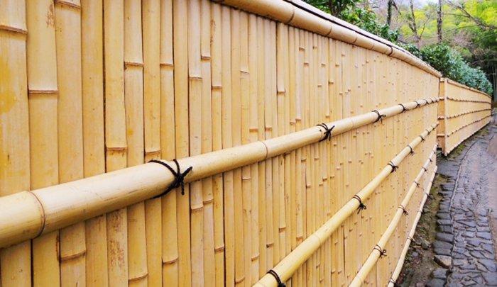 竹垣フェンスのイメージを撮影した写真画像(PhotoACより) ※フェンスの種類の調べ方の大分類解説用写真、その他のフェンス例1