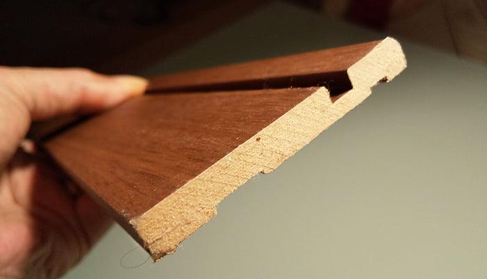 筆者の建売マイホームの巾木(住林クレストのベリッシュ)外した状態を撮影した写真画像 ※巾木種類の調べ方解説用写真