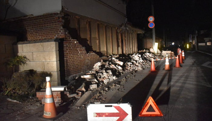 福島県沖地震の被害状況写真画像:福島県伊達市で2021年2月14日 午前2時38分、寺町六花撮影 (毎日新聞さんサイトからのスクリーンショット引用)