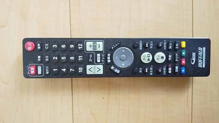 問題となっているHDDレコーダーの純正リモコンを撮影した写真画像