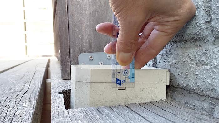 筆者の建売マイホームでの角ます計測の様子を撮影した写真画像3フタ高