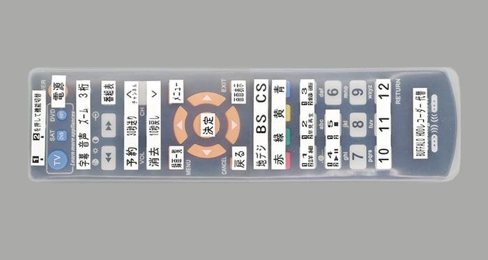 届いたばかりの状態のHDDレコーダー(DVR-S1C2)用の代替リモコンを撮影した写真画像