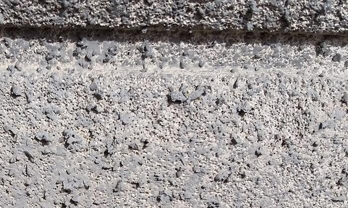 外壁吹付け面の塗装の載り具合を撮影した写真画像③増築面2(特にヒドい個所) ※雨漏りの原因調査の詳細分析画像5
