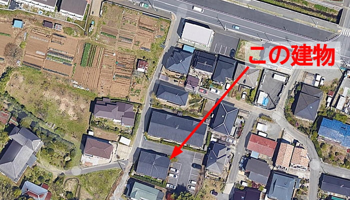 アミメニシキヘビ騒動のあったアパートの位置 (Google mapさん 航空写真より引用)解説コメント入り写真画像 ※アミメニシキヘビはいつ、どこから屋根裏に戻った?検証&解説画像02