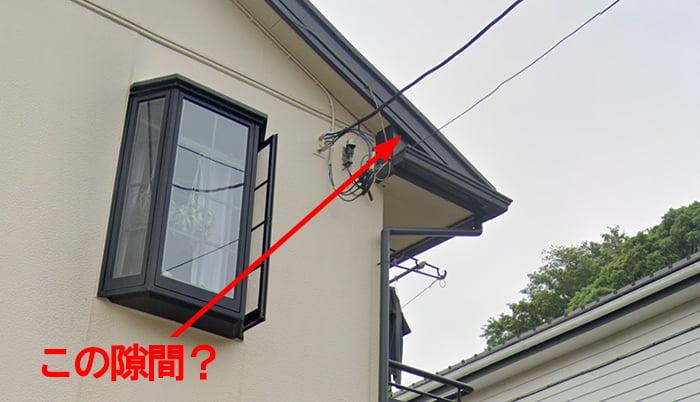 Google Street Viewさんからの引用した、アミメニシキヘビの侵入箇所として報道されている箇所を拡大し図示したコメント入り写真画像 ※アミメニシキヘビはいつ、どこから屋根裏に戻った?検証&解説画像21