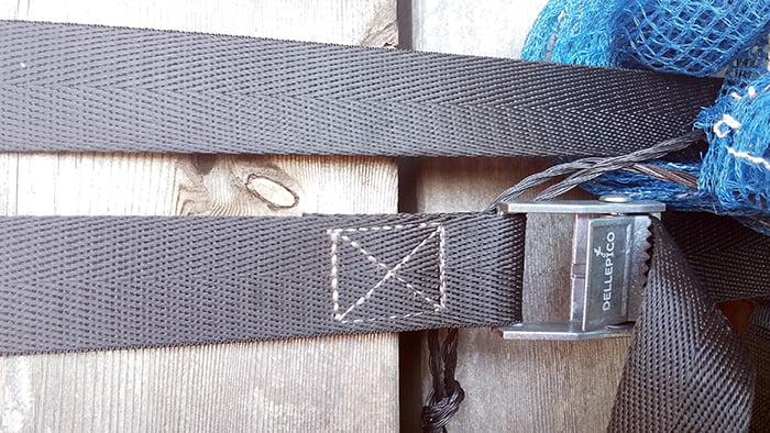 筆者の建売マイホームで使用している経年22か月のナイロン製ラッシングベルト(荷締めベルト)の様子1