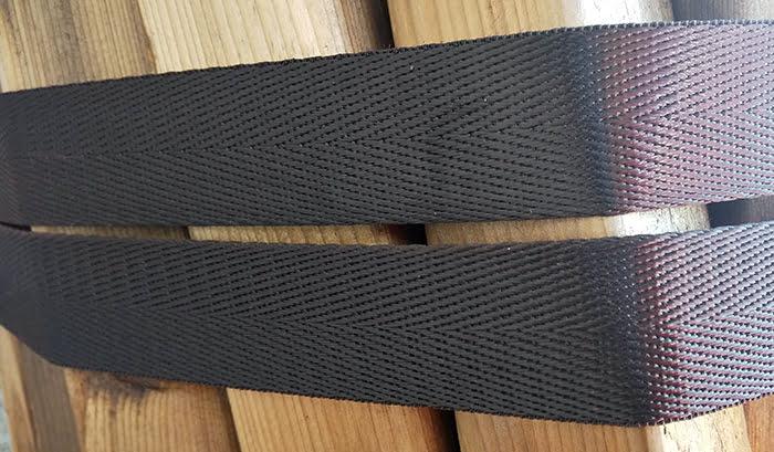 筆者の建売マイホームで使用している経年22か月のナイロン製ラッシングベルト(荷締めベルト)の様子2