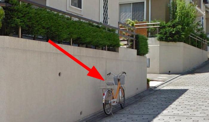 路上に停められた自転車を撮影した写真画像例02 ※建売で後悔しないための注意点「5条」解説画像5