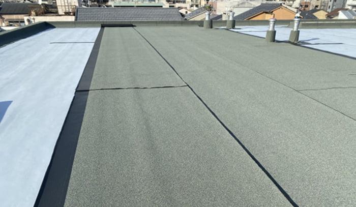 とあるビルの水平屋根(陸屋根)を撮影した写真画像:防水改修時