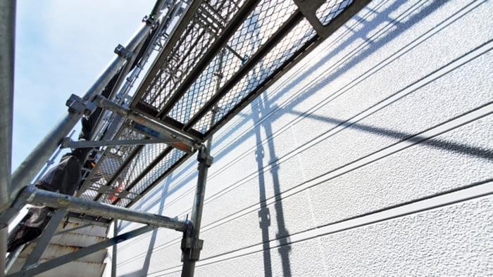 とあるお宅のくさび式足場を撮影した写真画像:雨漏り修理をDIY外壁塗装でやる場合に必須となる足場例