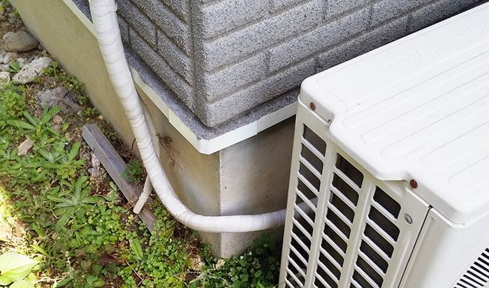 1F-LDK室外機のエアコン配管を撮影した写真画像1:中景1(下段) ※エアコンの配管カバーは必要か?検証&分析写真10