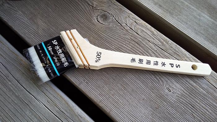 筆者が雨漏り修理(DIY外壁塗装)に使用した水性用の刷毛 (前掲の使う工具コーナーでご紹介した刷毛)を撮影した写真画像