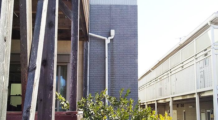 雨漏り修理(DIY外壁塗装)を撮影した写真画像、1A中景:塗装前(ビフォー)