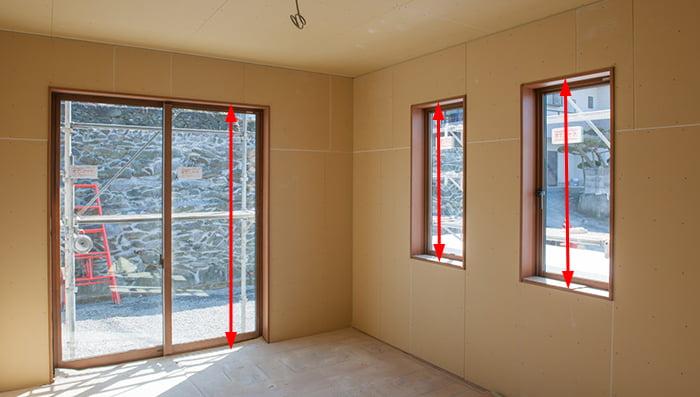 窓(サッシ)の内法寸法の例(写真):縦方向(高さ)
