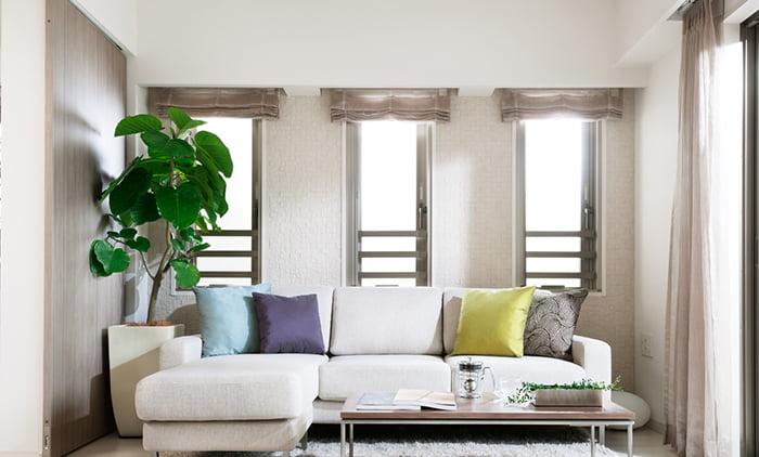 とあるお宅の縦滑り出し窓×3の内観を撮影した写真画像 ※縦滑り出し窓の種類と形状解説写真5