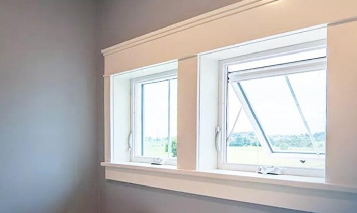 STL Windows and Doorsサイトで紹介されている「Awning window」の内観写真 (STL Windows and Doorsサイトより引用)